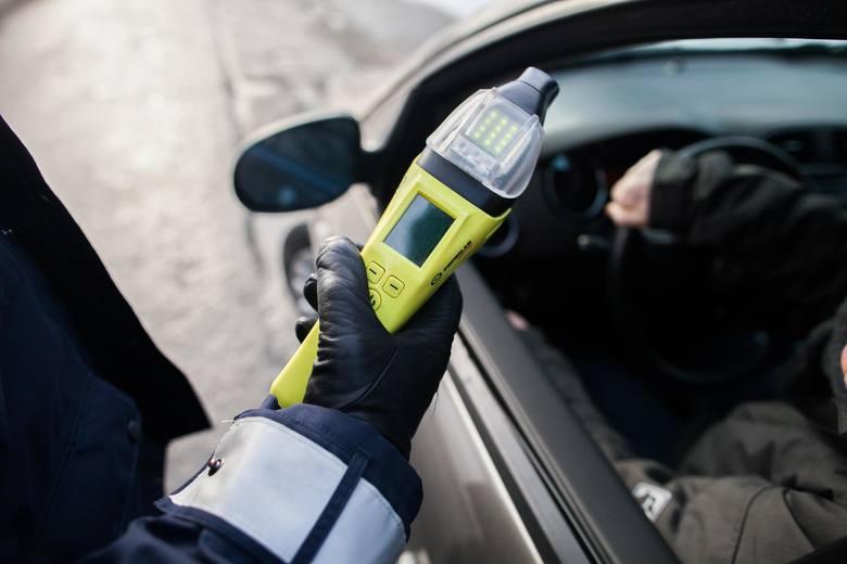 Kierowcy wolą narkotyki od alkoholu? Szokujące wyniki badań Od 18 maja nr. kierowcy, którzy spowodują wypadek, będąc pod wpływem narkotyków, muszą liczyć