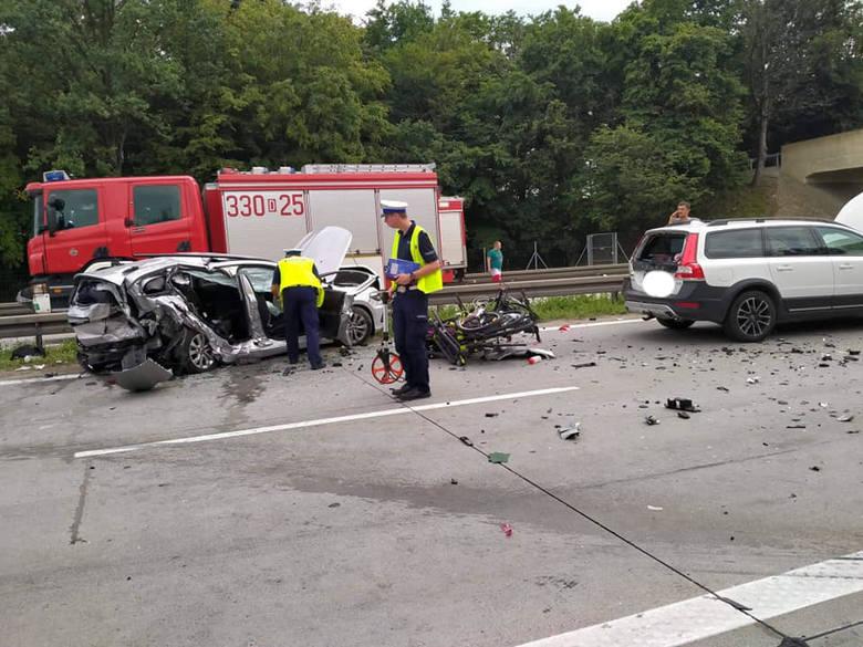 Karambol na A4 pod Wrocławiem. Cztery osoby ranne (ZDJĘCIA)