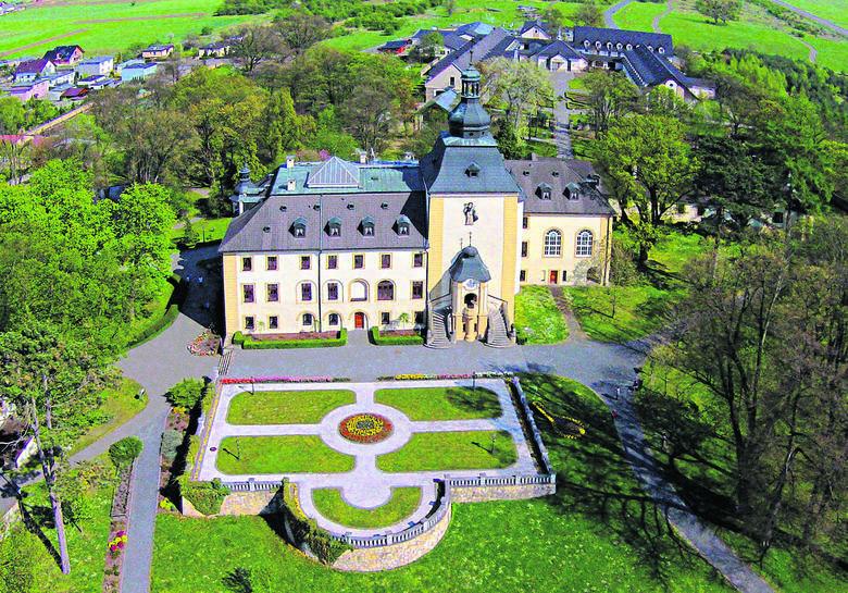 Pałac w Kamieniu Śląskim, rodowa siedziba Strachwitzów. Obecnie mieści się w nim sanktuarium św. Jacka, które cieszy się dużą sławą wśród turystów i pielgrzymów. <br />