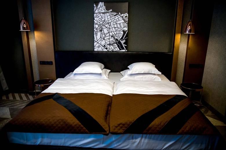Hotel Traugutta 3 ma cztery gwiazdki. Budynek, w którym mieści się Restauracja Regiment należąca do hotelu, wpisany jest do rejestru zabytków województwa