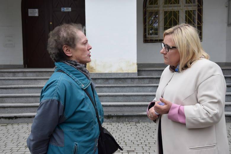 Proszę pozdrowić pana Kaczyńskiego - poprosiła minister Beatę Kempę (z prawej) Danuta Walenta.