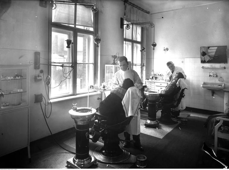 Szpital Zakonu Bonifratrów św. Jana Grandego w Krakowie. Gabinet dentystyczny. Rok 1938.