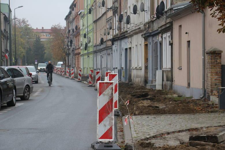 Przebudowa chodnika przy ul. Wesołej w Nowej Soli. Ok. 12 listopada 2020 r.<br />