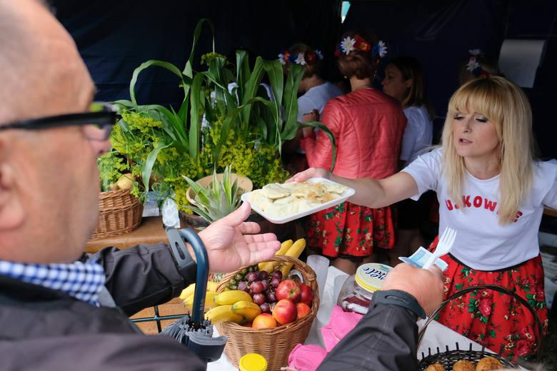 """W niedzielę w Ostrowie pod Przemyślem, odbyło się """"Święto Pieroga"""". To już 12. edycja imprezy. Nie brakowało m.in. tradycyjnego konkursu"""