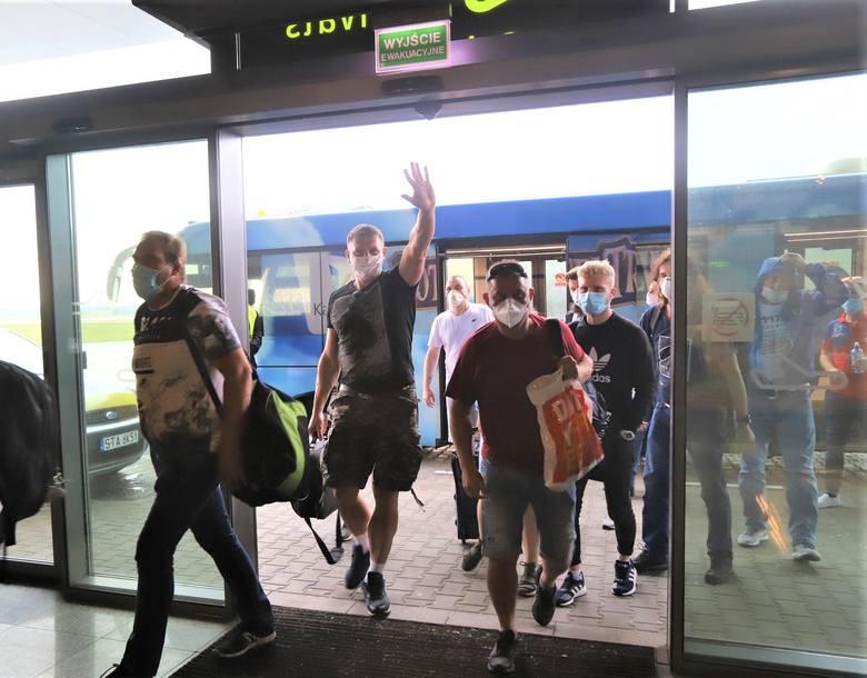 Lotnisko w Pyrzowicach otwarte. Pierwsi pasażerowie wylądowali