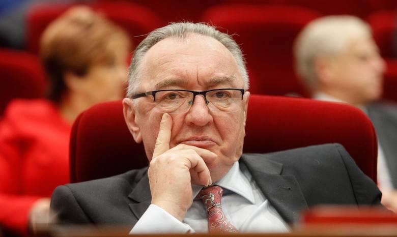 Podczas pierwszego posiedzenia wybranego w ostatnich wyborach samorządowych Sejmiku Województwa Podkarpackiego zaprzysiężono wszystkich radnych i powołano