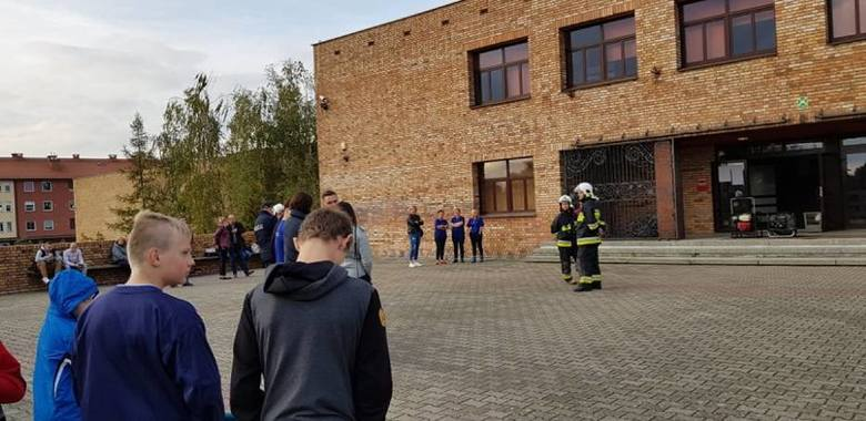 Z budynku szkoły ewakuowano 30 osób. Wnętrze musiało zostać oddymione. Noc Zawodowców nie została jednak odwołana. Zobacz więcej zdjęć ---->