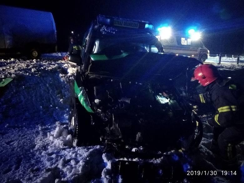30 stycznia na drodze z Suwałk do Olecka funkcjonariusze Podlaskiego Oddziału Straży Granicznej przystąpili do kontroli drogowej dwóch fiatów ducato.