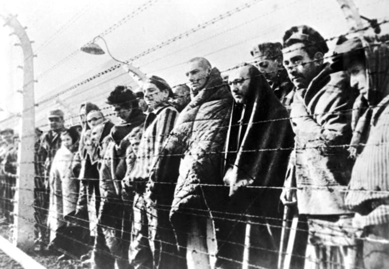 Więźniowie niemieckiego obozu zagłady w Auschwitz