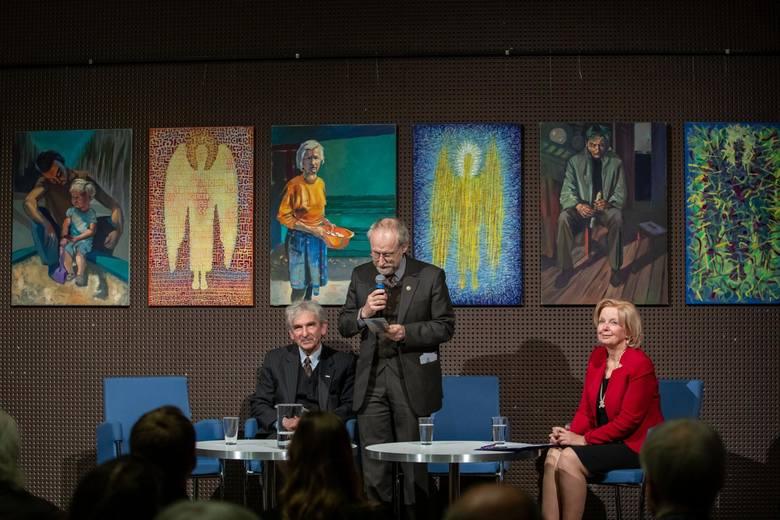 Jan Kaja i Jacek Soliński - założyciele jednej z pierwszych w kraju prywatnej galerii - w towarzystwie przyjaciół i mieszkańców świętowali okrągły jubileusz