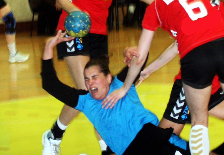 Kamila Szczecina doznała podczas meczy bardzo groźnie wyglądającej kontuzji. Może został wyłączona z gry na wiele tygodni, jeżeli potwierdzi się wstępna