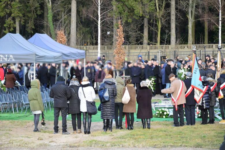 Pogrzeb tragicznie zmarłych nastolatek w Koszalinie. Dziewczynki zostaną pochowane na cmentarzu w Koszalinie [ZDJĘCIA, WIDEO]