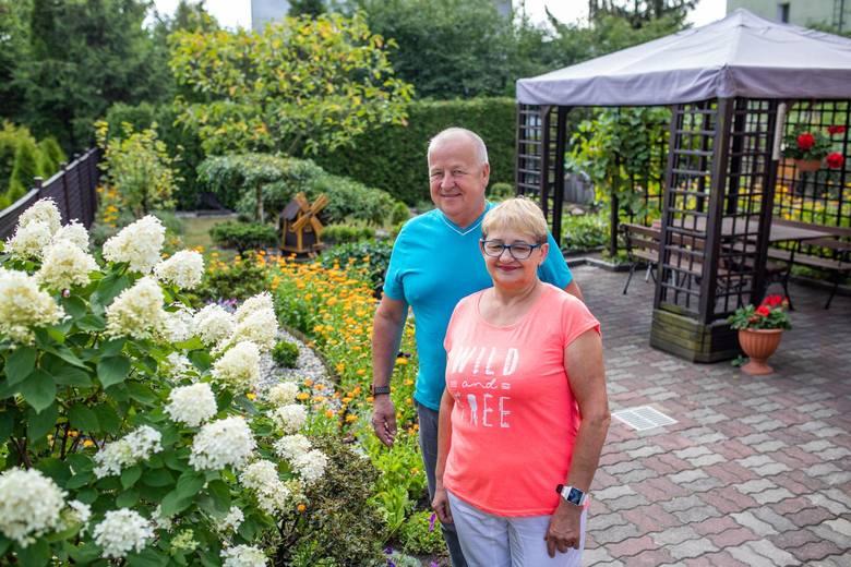 Państwo Marek i Grażyna Reszkowscy o ogród na Piaskach dbają wspólnie od trzydziestu lat.