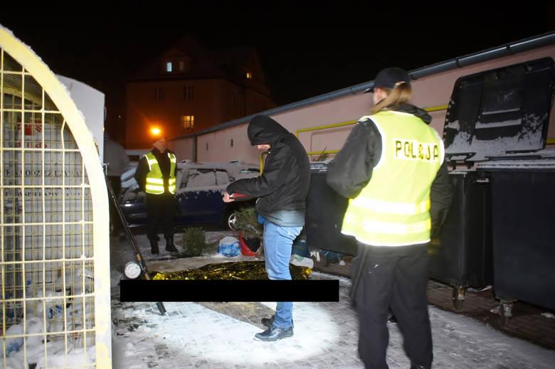 Mężczyzna utknął i udusił się w kontenerze na używaną odzież. W piątek wieczorem (18.01), w kontenerze niedaleko ulicy Szymanowskiego w Słupsku znaleziono