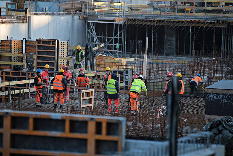 Białorusini coraz częściej ustawiają się w kolejce po pracę w Polsce.