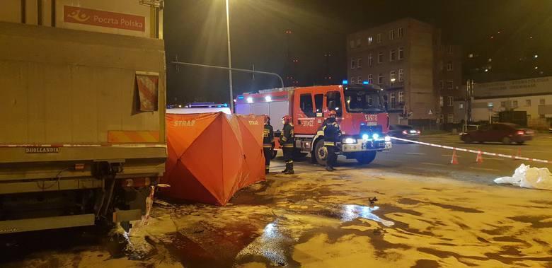 Rozległy uraz czaszkowo-mózgowy był przyczyną śmierci 25-letniego kierowcy audi, które 10 listopada roztrzaskało się na furgonetce Poczty Polskiej, a