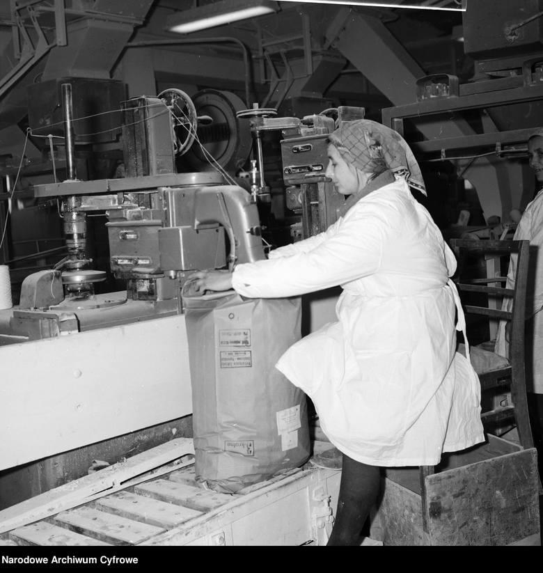 Polska Ludowa była liderem w produkcji cukru. Nic więc dziwnego, że dla władz buraki cukrowe były przysłowiowym oczkiem w głowie. Do lubelskiej cukrowni
