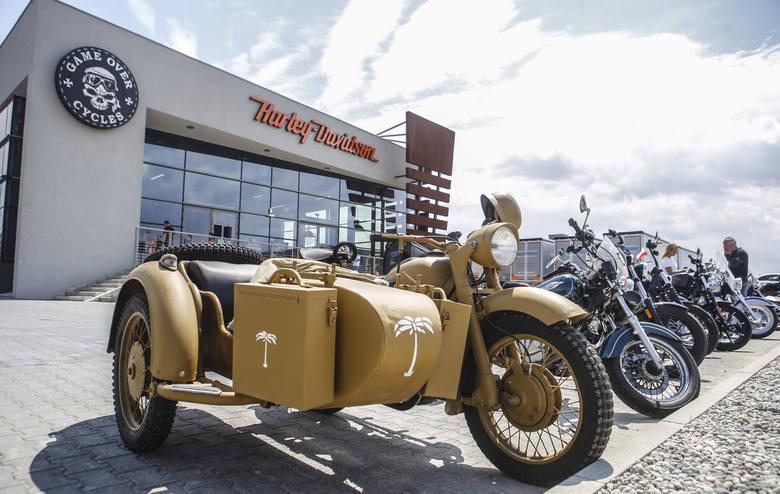 Game Over Cycles to producent motocykli typu custom. Dziś firma  organizuje oficjalne rozpoczęcie lata oraz dzień otwarty zarówno w warsztacie, jak i