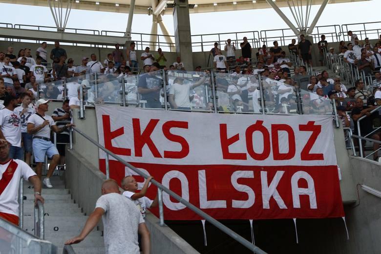 Łotwa - Polska. Flaga ŁKS Łódź na meczu reprezentacji Polski w Rydze