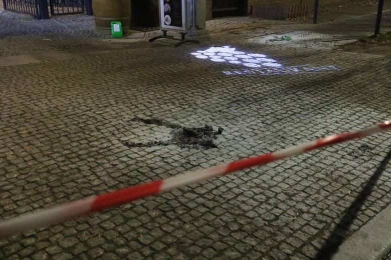 Przypomnijmy, że wypadek miał miejsce 10 grudnia, w ostatni wtorek przed godz. 19. Kobieta, na której płonęły ubrania wybiegła przed bramę wjazdową do hotelu i restauracji Grape Restaurant przy ul. Parkowej we Wrocławiu. <br /> <br /> Świadkowie opowiadali, że całe zdarzenie wyglądało...