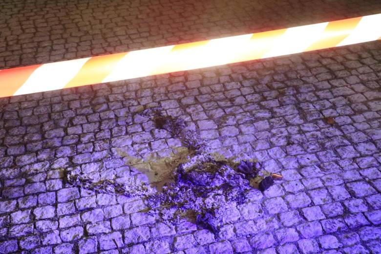Policja zakwalifikowała zdarzenie jako nieszczęśliwy wypadek, który miał miejsce, gdy kobieta dolewała paliwa do paleniska. <br /> <br /> Szczegółowe okoliczności zdarzenia bada teraz prokurator.