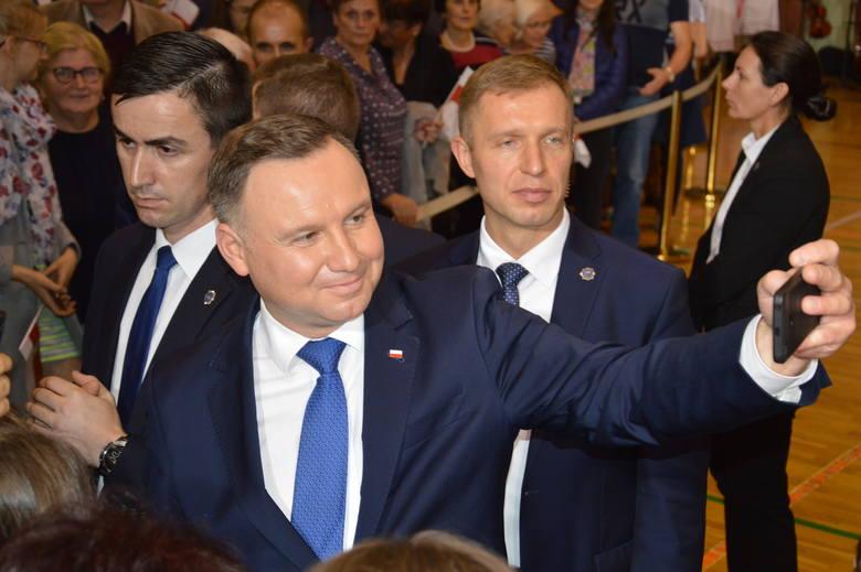 Prezydent Rzeczypospolitej Polskiej Andrzej Duda we wtorek złożył wizytę Nisku. Na wieczorne spotkanie z mieszkańcami powiatu zorganizowane w hali sportowej