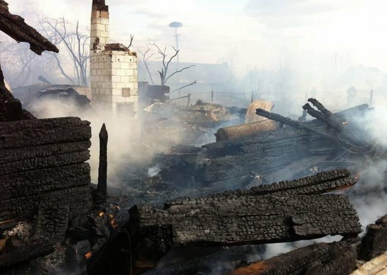 Bieńdziuga: Pożar domów i zabudowań gospodarczych (zdjęcia)