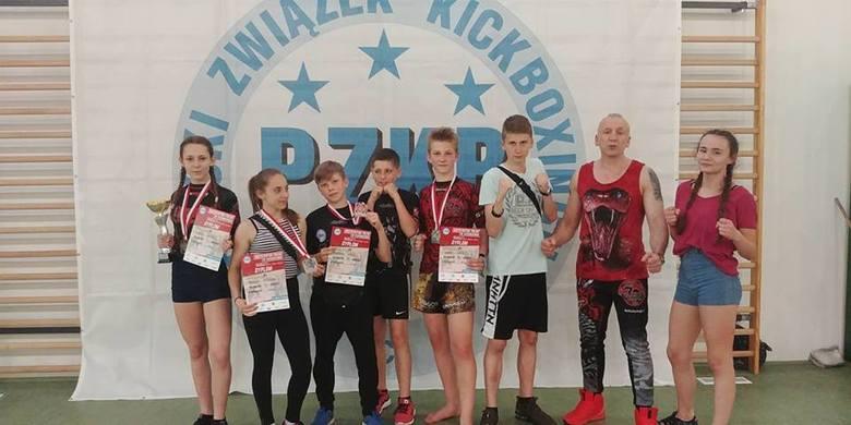 Kolejne medale mistrzostw Polski dla kickboxerów Dragona Starachowice