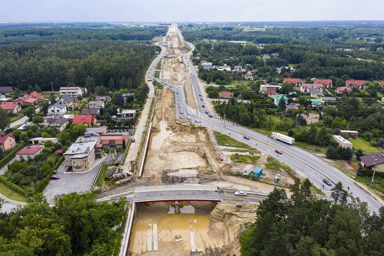 Od Grójca do Warszawy trwają roboty przy przebudowie trasy krajowej numer siedem. Zgodnie z umową ekspresówką do samej stolicy mamy pojechać jesienią