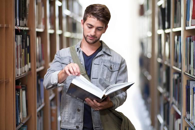 Ministerstwo Nauki i Szkolnictwa Wyższego opublikowało dane dotyczące rekrutacji na wyższe uczelnie w roku akademickim 2019/2020. Zobacz, które kierunki