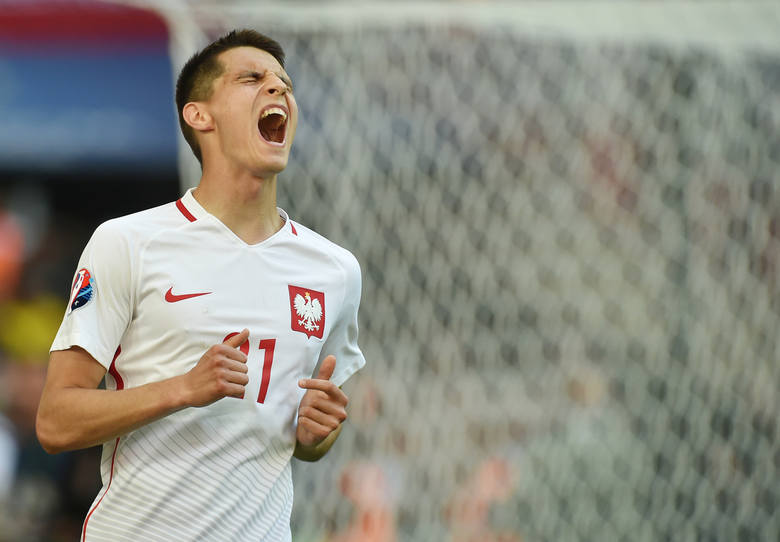 Polskie kluby nie mają tyle pieniędzy, by trzymać najzdolniejszych Polaków przez lata. Tych interesują wysokie zarobki za granicą, dlatego decydują się