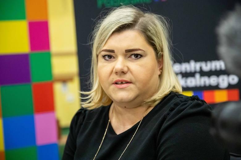 Ewelina Walenia z firmy cateringowej zaprezentowała  m.in. ser suszony z Sokółki, kapusta kiszona z Suwalszczyzny, sejneński szczupak faszerowany, dania