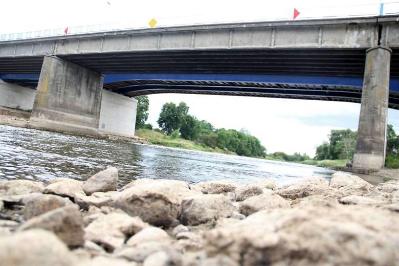 Upały i brak większych opadów deszczu powodują, że w Wielkopolskich rzekach jest coraz mniej wody. Sprawdziliśmy jaki jest poziom wód w kilku miejscowościach