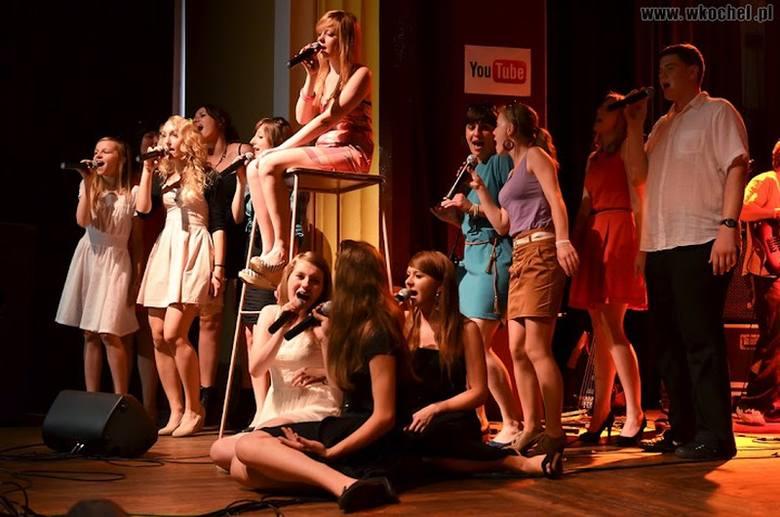 50 uczniów Młodzieżowego Studium Muzyki Rozrywkowej w Oleśnie zdawało swój końcowy egzamin w sali widowiskowej Miesjkiego Domu Kultury w Oleśnie.