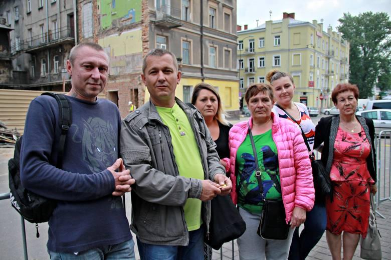 Mieszkańcy ocalałej części kamienicy na rogu Lubartowskiej i Targowej czekają na decyzje nadzoru budowlanego