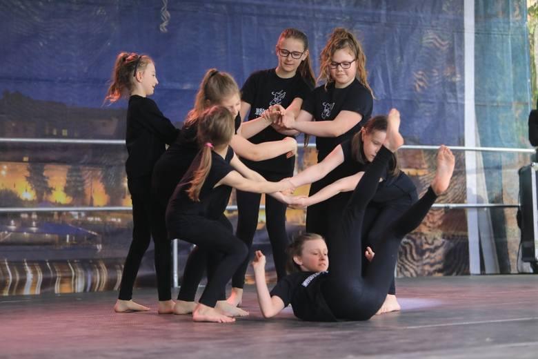 Na Rynku Statomiejskum zorganizowano Święto Tańca. Zaprezentowały się szkoły i grupy. Wśród nich była Powietrzyńska Studio Tańca (Grupa Jazz), zespół