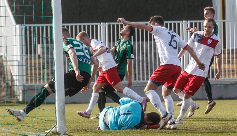 W weekend 29-31 marca 2019 na boiskach od 1 ligi do klasy B rozegrano kilkadziesiąt spotkań piłkarskich. Zapraszamy do przeczytania relacji naszych dziennikarzy