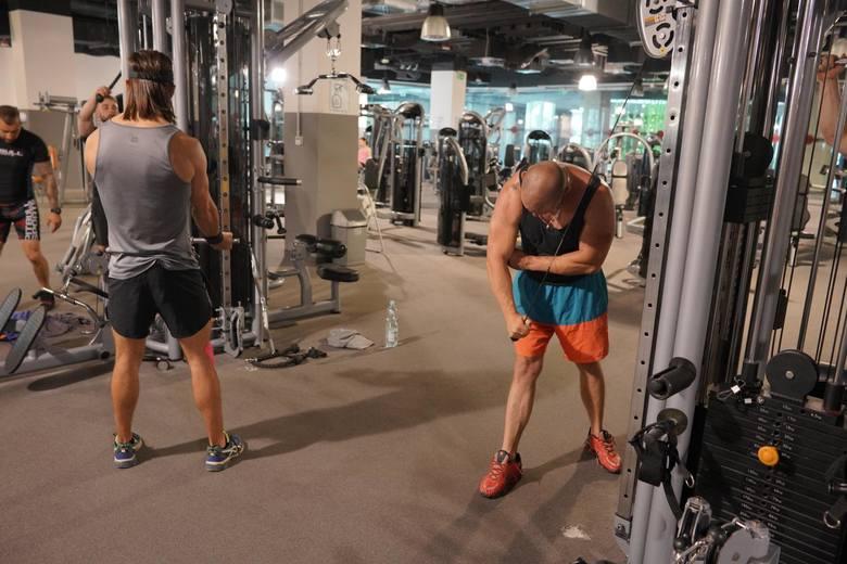 Z basenów, siłowni oraz klubów i centrów fitness mogą korzystać wyłącznie członkowie kadry narodowej polskich związków sportowych w sportach olimpijskich