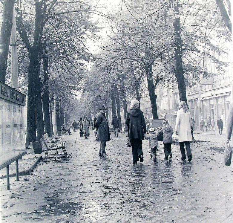 Jesień 1974 roku na deptaku al. Wojska Polskiego