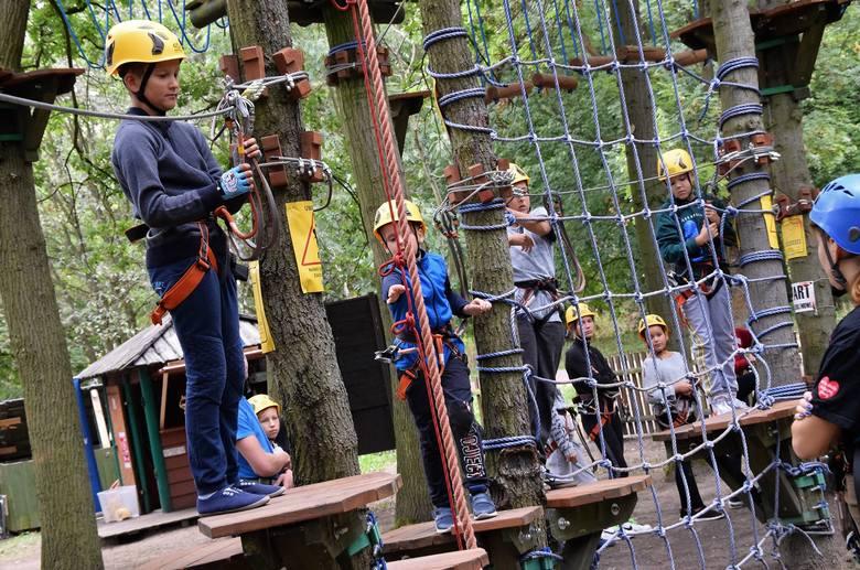 Tradycyjnie już, w sierpniu, Ośrodek Sportu i Rekreacji w Inowrocławiu zaprosił miejscowe dzieciaki do udziału w zawodach wspinaczkowych w Parku Linowym