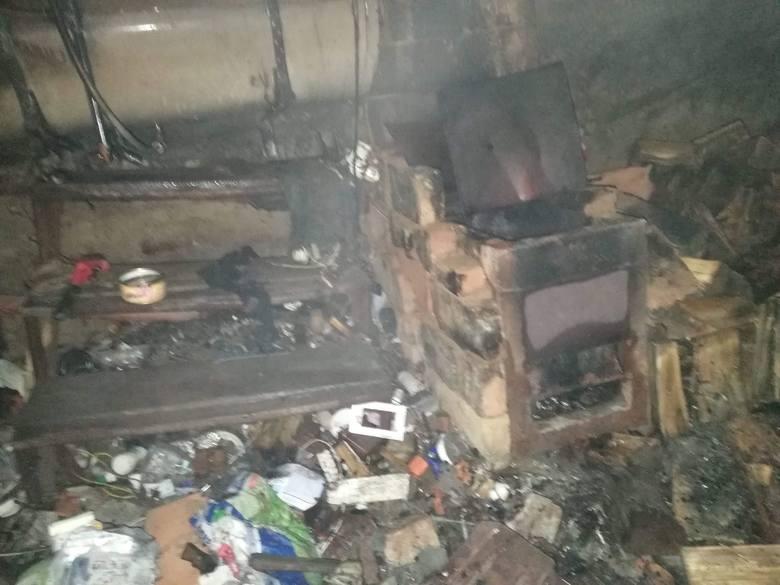 Strażacy zostali wezwani do pożaru domu jednorodzinnego.