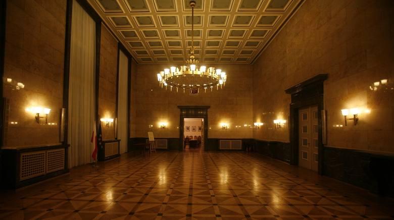 Gmach urzędu wojewódzkiego i marszałkowskiego w Katowicach. Marszałek śląski Jakub Chełstowski mówi o potrzebie budowy nowego urzędu