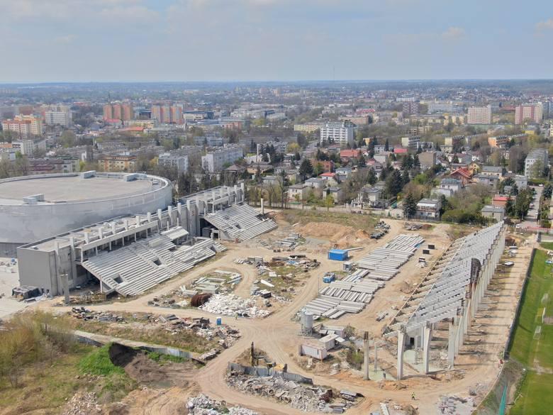 O budowie stadionu Radomskiego Centrum Sportu przy ul. Struga 63 pisaliśmy już wielokrotnie. Z wielu powodów zakończenie inwestycji się przedłuża. Póki