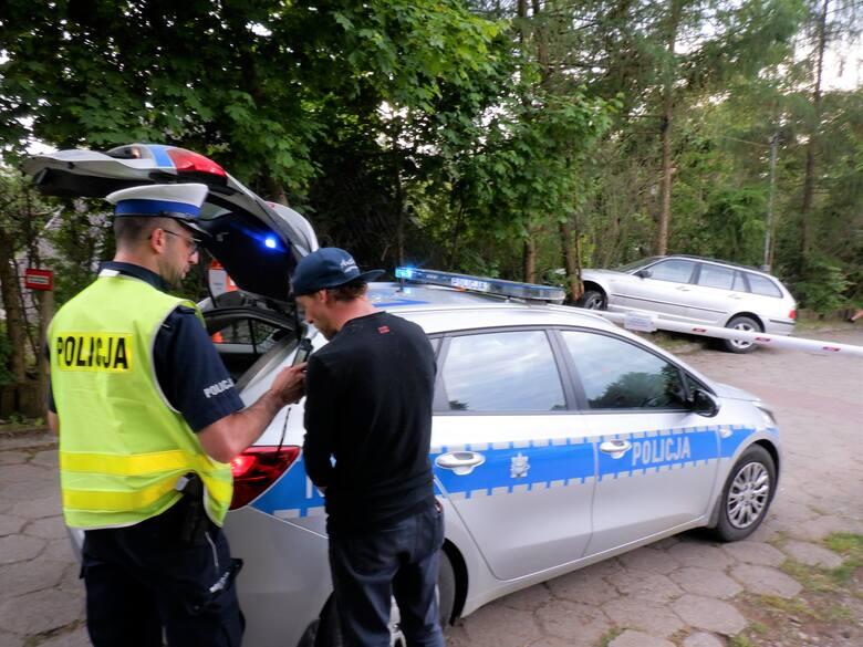 Samochód na drzewie, kierowca nietrzeźwy. W ten weekend na drogach regionu zatrzymano 102 takich kierujących. Najgorsze jest jednak to, że zginęły 3