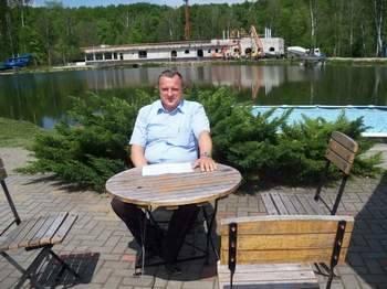 Nowy hotel i SPA w Pokrzywnej oraz basen w wydzielonej części jeziorka będą gotowe na przyszły  sezon turystyczny - zapowiada Marian Gorzelanny.  Fot.