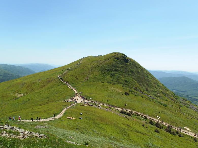3. BieszczadyBieszczady należą do Beskidów Wschodnich, które są częścią Zewnętrznych Karpat Wschodnich. Najwyższy szczyt, znajdujący się na terytorium