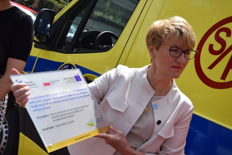 Za trzy karetki trzeba było zapłacić ponad 2 mln zł.