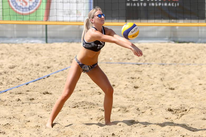 Piękne zawodniczki na Akademickich Mistrzostwach Województwa Lubelskiego w siatkówce plażowej kobiet. Zobacz zdjęcia