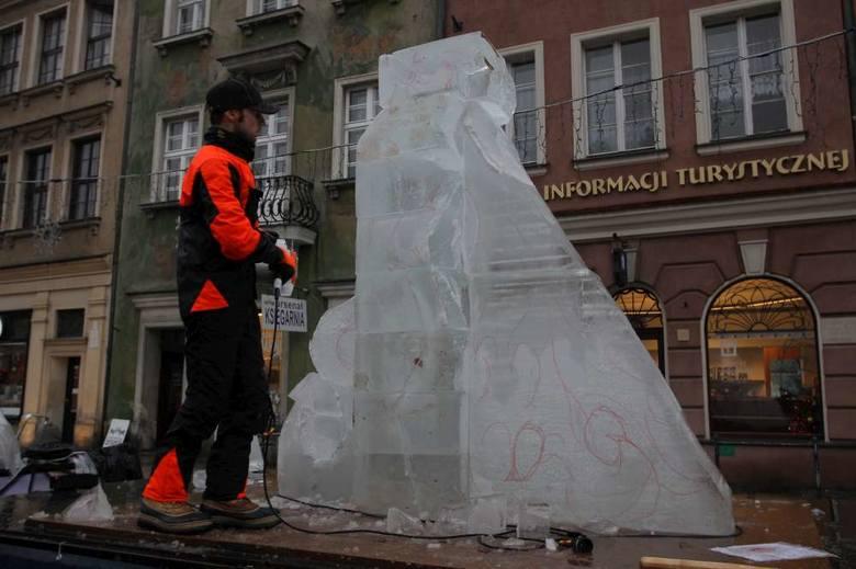 Festiwal Rzeźby Lodowej: Rzeźbiarze się nie poddają