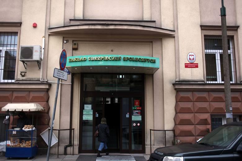 Siedziba ZUS w Krakowie przy ul. Pędzichów. Właśnie jest rozstrzygany przetarg na ochronę m.in. tego obiektu. Zgłosiło się 28 firm, trzy z nich zaoferowały